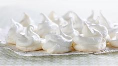 A quick and easy way to make tasty meringues...