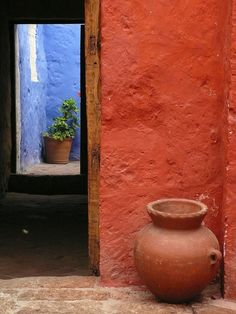 Doorway, Monasterio de Santa Catalina, Arequipa, Peru.  Photo: Maria Friel via Flickr