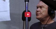 Country music legend Glen Campbell has released what will be his final single and the music video is just heartbreaking. Campbell is been battling Alzheimer's disease since This video compiles video and photos from throughout his life. Country Music Videos, Country Music Singers, Music Lyrics, Music Songs, The Long Goodbye, Gonna Miss You, Glen Campbell, Music Theater, Its A Mans World