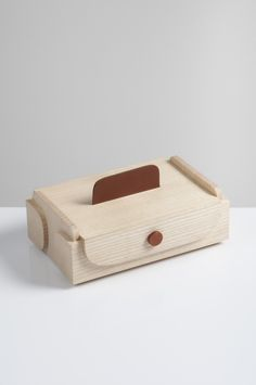 Lunch box by Tomas Kral. Photography: Jara Varela. #productdesign #wood