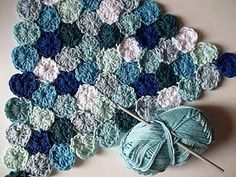 How to Crochet Sea Pennies. (This reminds me of that amazing baby blanket that looks like a field of flowers... wonder if it's the same technique?)