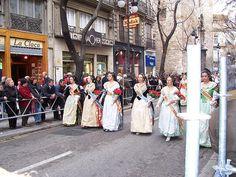 Valencia vrouwtjes in klederdracht by tiniegoesmadrid, via Flickr