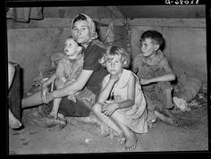 Migrant mother and children; Welasco TX, 1939. Library of Congress.