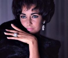 Elizabeth Taylor in her pearls and diamonds (photographed by Douglas Kirkland, May 29th, 1961) #lizjewels