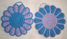 1 Paar gehäkelte Topflappen (blau-flieder) rund