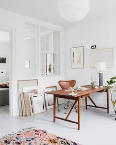 Modern office design with bright white walls and flooring Home Office Ideas Bright Design elledecorationdk Flooring Modern Office Walls White Modern Office Design, Office Interior Design, Home Office Decor, Office Interiors, Home Interior, Office Ideas, Office Inspo, Contemporary Office, Graphic Designer Office
