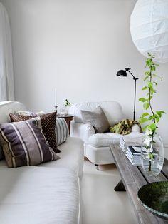 Ett harmoniskt rum med enkla färger.