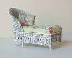 Chaise with round back, Uncle Ciggie's