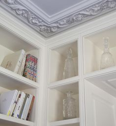 When working with our clients we often work in conjunction with interior designers and property developers. Our bespoke service offers precision detailing to fit in with on site building works...for example - a junction between bookshelves and cornice needs to be thoughtfully considered #bookshelf #interiors #interiordesign #cornice #study #fittedfurniture #bespoke #design #furnituremaker #hampshire #woodstock #furniture by woodstock.furniture