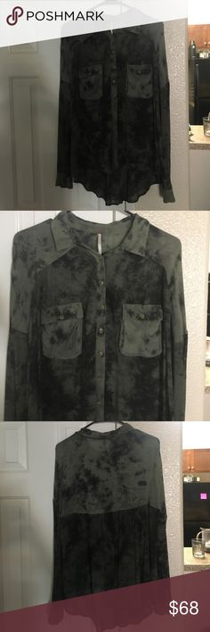 Free People button up Gorgeous army green Free People blouse. never worn, has just been sitting in my closet. Would look amazing with black jeans or leggings! Free People Tops Blouses