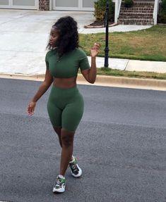 Love ur curves...curlyhair #naturalhair  #selflove  #melanin #blackgirlmagic  #bomb #periodt #sis #yasss
