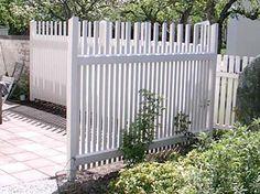 White fence line |= boundary. Staket