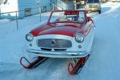 Heavy snowfall may force the weak to stay within the four walls, but there are few who come up with new ideas to take on the furies of the nature. Created somewhere by someone, here is a ski-sporting, track-equipped Nash Metropolitan to take the. Strange Cars, Weird Cars, Cool Cars, Crazy Cars, Snow Vehicles, Convertible, Ski Sport, Bmw Autos, American Motors
