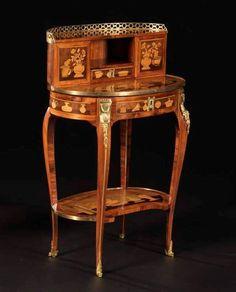 TABLE À GRADIN « AUX USTENSILES À LA CHINOISE »  Par Charles TOPINO (vers 1742 - 1803)  Reçu Maître le 17 novembre 1773  Paris, époque Epoque Louis XVI, vers 1775