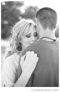 couples pose - love her emotion