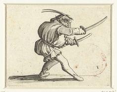 Jacques Callot | Groteske figuur met twee zwaarden, Jacques Callot, 1621 - 1625 | Groteske figuur, op de rechterzijde gezien, met een gebochelde rug, een muts met twee veren op het hoofd, in de rechterhand en in de linkerhand een zwaard. Deze prent is onderdeel van een serie van 21 prenten met groteske figuren; vrijwel al die figuren zijn dwergen, velen zijn gebocheld.