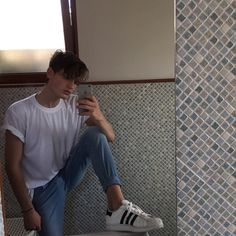 46 Best Inspired Styles for Men to Try - CharMino 90s Fashion, Fashion Outfits, Fashion Trends, Fasion, Masculine Style, Masculine Energy, Photography Poses For Men, Dope Outfits, Beautiful Boys