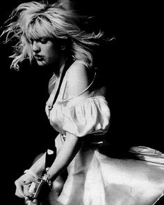 Picture of Courtney Love Kurt Cobain, Courtney Love 90s, Bleach Blonde Hair, Celebrity Skin, Riot Grrrl, Love Band, Miss World, Grunge Girl, Badass Women