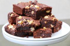 J'en ai testé beaucoup, mais cette recette est la meilleure : une recette de brownies faciles, très moelleux, rapide à préparer et cuit en 25 minutes.
