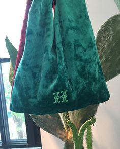 """rabbitti 16fw velvet tote bag <span class=""""emoji emoji2728""""></span> . #rabbitti #velvetbag #벨벳토트 #16fw #벨벳가방"""