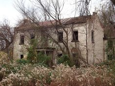 Abandoned Farm House along Old & near Pendleton, MO. I'd love to try and go there someday! I live in good ol Missouri. Abandoned Buildings, Abandoned Farm Houses, Abandoned Property, Old Farm Houses, Abandoned Castles, Old Buildings, Abandoned Places, Old Mansions, Abandoned Mansions