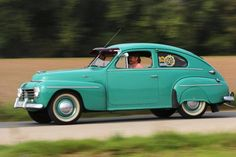 Early 444 complete with fender skirts. Volvo Amazon, Vintage Cars, Antique Cars, Automobile, Volvo Cars, Small Cars, Car Photos, Amazing Cars, Hot Cars