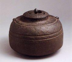 二代大西浄清 (1594 ~ 1682)  「筋釜」 (すじがま) 総高21.6cm