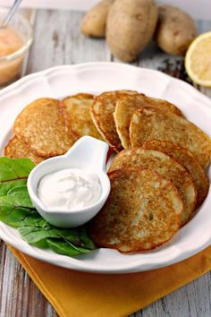 Forget the box grater and bleeding knuckles, try this easy method for making the perfect potato pancakes! Great Recipes, Favorite Recipes, Breakfast Desayunos, Vegetarian Recipes, Cooking Recipes, Side Dish Recipes, Food Dishes, Side Dishes, Love Food