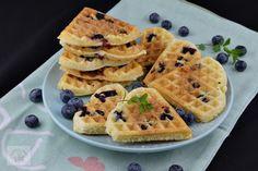 Desert la pahar cu crema de iaurt si caise - CAIETUL CU RETETE Waffles, Food Cakes, Chicken Casserole, Kfc, Cake Recipes, Deserts, Cooking Recipes, Breakfast, Cakes