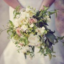 Bouquet-mariee-champetre-blanc-rose-reflets-fleurs-mariage-215x215.jpg (215×215)
