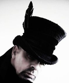 AMAZING crochet top hat, don't think I can make something like this but it's quite inspiring!