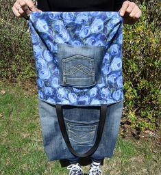 Denim tote Recycled Jeansstoff Bag Denim bag Handbag Modern U Jean Purses, Purses And Bags, Urban Bags, Denim Tote Bags, Diy Denim Purse, Denim Shorts, Diy Jeans, Recycled Denim, Patchwork Bags