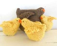 Chicken Family, Waldorf Toy, Mama hen and baby chicks, All natural farmyard animals $40