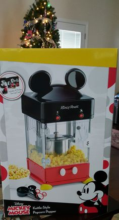 today, if you are a lover of popcorn, you will love the Disney discovery! Today's Disney discovery is a Mickey Mouse popcorn maker! Disney Cars Party, Disney Cars Birthday, Cars Birthday Parties, Disney Toys, Disney Mickey, Car Party, Disney Kitchen, Mickey Mouse And Friends, Minnie Mouse