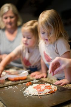 Benefits To Cooking With Your Kids - Cooking with your kids can have a range of health benefits and create healthy eaters. Take a look at the many benefits to cooking with your kids in this article. How To Cook Corn, How To Cook Fish, How To Make Pizza, Cooking With Toddlers, Baking With Kids, Pork Cooking Temperature, Cooking Crab Legs, Cooking Torch, Nutrition Resources