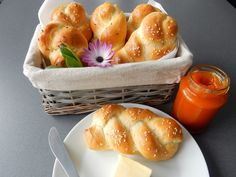 Domácí housky Bread Rolls, Pretzel Bites, Baguette, Muffin, Cooking, Breakfast, Ethnic Recipes, Food, Hana