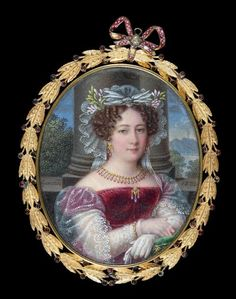 """Emile Bernhard von Guerard said the Knight GUERARD (Düsseldorf 1771 - Naples 1836) Portrait of Marie - Isabella of Spain (1789 - 1848), Queen of Two - Email Sicilies on copper. 6.6 x 5.5 cm, oval. Signed and dated on verso """"Guerard / 1833"""". Framed in gold and enamel metal, topped with a ribbon in pink enamel. On the back monogram surmounted by a royal crown, a hair braided background"""