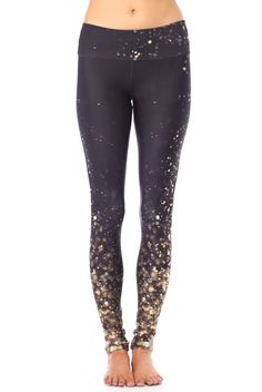 Gold Sheep Clothing Falling Gold Lights Legging Source by clothes Workout Attire, Workout Wear, Athletic Outfits, Athletic Wear, Fashion Mode, Look Fashion, Fashion Clothes, Fashion Shoes, Mode Yoga