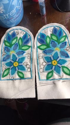 Ideas embroidery flowers pattern heart for 2020 Embroidery Flowers Pattern, Beaded Embroidery, Flower Patterns, Beading Patterns, Beading Ideas, Indian Beadwork, Native Beadwork, Native American Beadwork, Beaded Moccasins