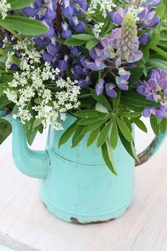 enamel tea pot ...these colors are amazing purple and aqua #flowers #floral