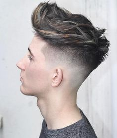 New Men's Hairstyles + Haircuts 2017 Fade Haircut Styles, Hair And Beard Styles, Curly Hair Styles, Quiff Hairstyles, Elegant Hairstyles, Cool Hairstyles, Barber Hairstyles, Black Hairstyles, Hairstyle Ideas