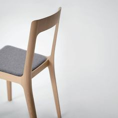 Hiroshima chair by Naoto Fukasawa for Maruni Hiroshima, Modern Chairs, Modern Furniture, Furniture Design, Japanese Chair, Naoto Fukasawa, Blog Design Inspiration, Armless Chair, Modern Materials