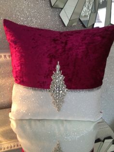 Burlap Curtains, Burlap Pillows, Sewing Pillows, Glam Pillows, Throw Cushions, Cortinas Shabby Chic, Gold Bedroom Decor, House Design Pictures, Cushion Cover Designs