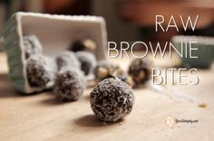 Homemade raw brownie bites are a simple and delicious treat. Raw Brownie Bites are the perfect snack or dessert. Sugar Free Desserts, Paleo Dessert, Healthy Sweets, Healthy Foods, Healthy Eating, Raw Brownies, Brownie Bites, Chocolate Treats, Chocolate Chips