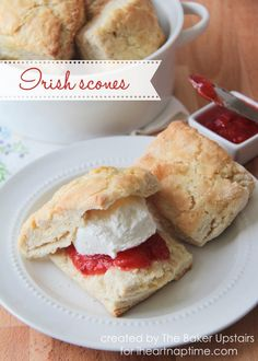 Homemade Irish scones recipe via . these scones have the perfect sugary top and are super soft inside. Irish Scones, Pan Comido, Breakfast Recipes, Dessert Recipes, Sweets Recipe, Snacks Für Party, Comfort Food, Irish Recipes, Sweet Bread
