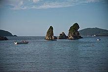 """Lugo Vivero - Las rocas conocidas como """"Os Castelos"""" al final de la Playa de Covas."""