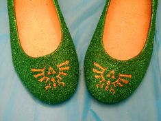 I don't normally like glitter but these shoes are kind of adorable.