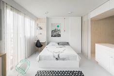 откидная кровать в дизайне квартиры-студии 20 кв. м. в белых тонах