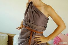 3 Ways to Make a Toga Costume Out of a White Sheet