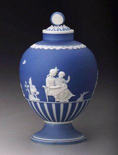 English Wedgwood  Tea canister  1785-90  Coloured stoneware (jasperware), height 14 cm  Museum of Fine Arts, Boston